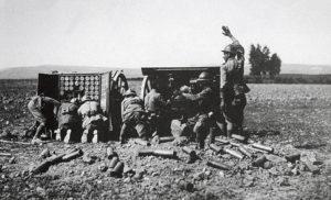 Canons de campagne grecques Schneider-Canet en action lors de la bataille d'Eskişehir, juillet 1921