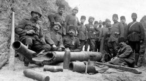 L'experience militaire acquise durant la campagne des Dardanelles (1915-1916) fut cruciale lors de la Guerre d'Indépendance. Ici des soldats et officiers ottomans à Gallipoli.