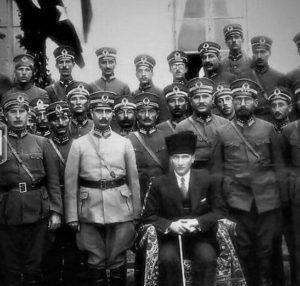 Après la victoire, visite de Mustafa Kemal Atatürk aux officiers de la 15ème Division - 1924