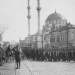İstanbul Nusretiye camii'nin önünde ingiliz isgal kuvvetleri
