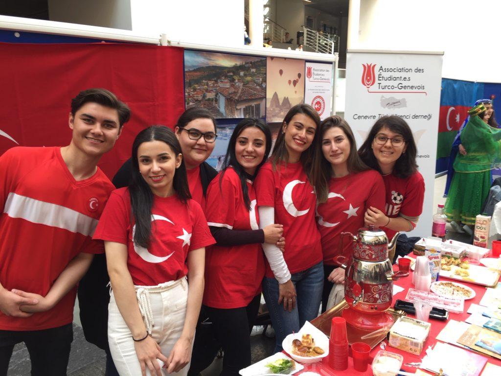 Le stand de l'AETG - l'enthousiasme des futurs diplômés - Global Village, édition 2019