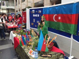 Les stands de l'AETG et de l'Azerbaijan côte à côte - Global Village, édition 2019