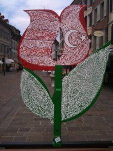 Festival de la Tulipe 2010 - un des panneaux réalisé par les élèves de la région