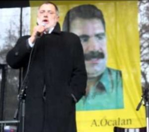 Carlo Sommaruga s'exprimant lors d'une manifestation en soutien au groupe terroriste PKK